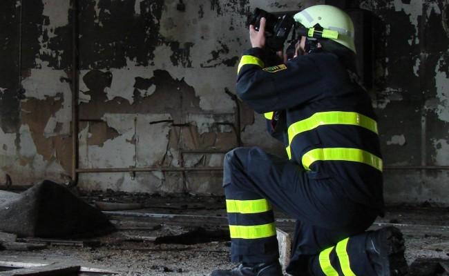 brandursachenermittler-schutzanzug-wattana-polizei